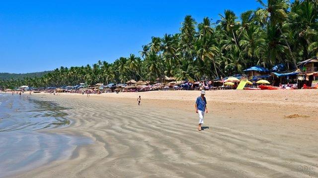 Изумрудные пальмы и золотой песок укрытого от глаз пляжа Маджорда