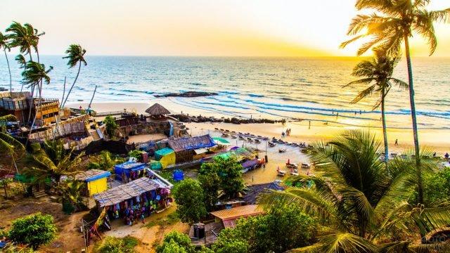 Колоритный закат над пляжем Чапора в Гоа