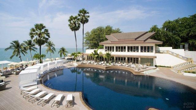 Пятизвёздочный отель с видом на море в Паттайе