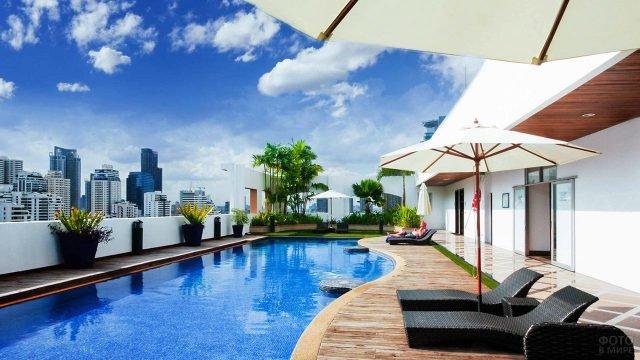 Вид на высотки Бангкока с балкона спа-отеля