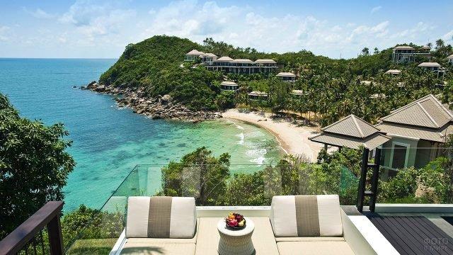 Вид с балкона отеля на гостиницы и пляж острова Самуи