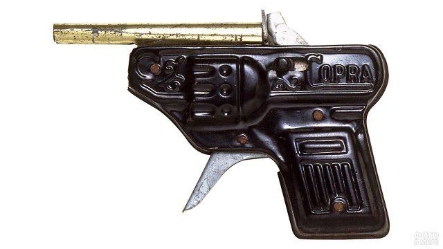 Короткоствольный антикварный пистолет