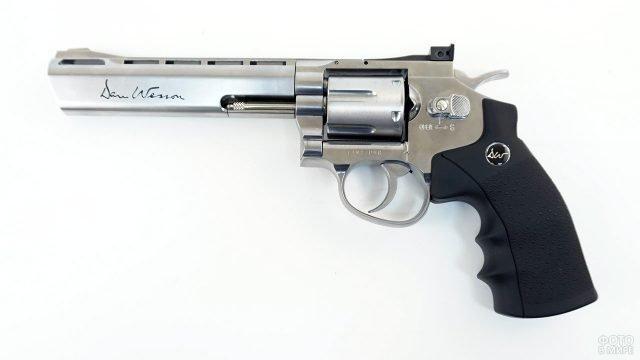 Пневматический револьвер Дан Вессон