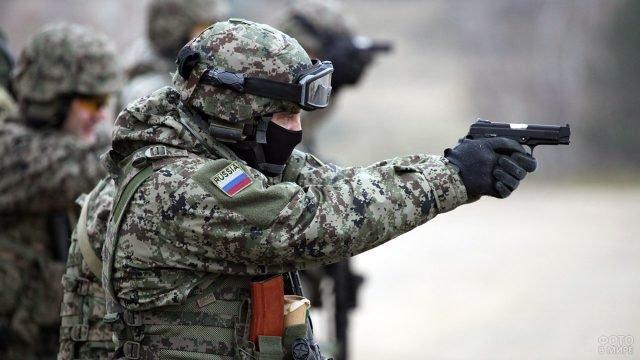 Спецназовец в новом камуфляже с усовершенствованным пистолетом ПМ