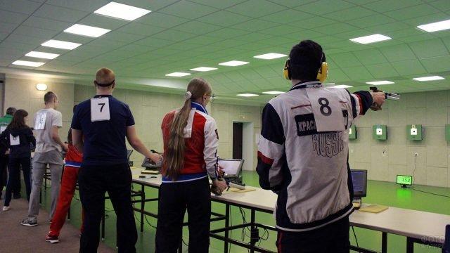 Тренировка спортсменов-медалистов в Красноярском тире
