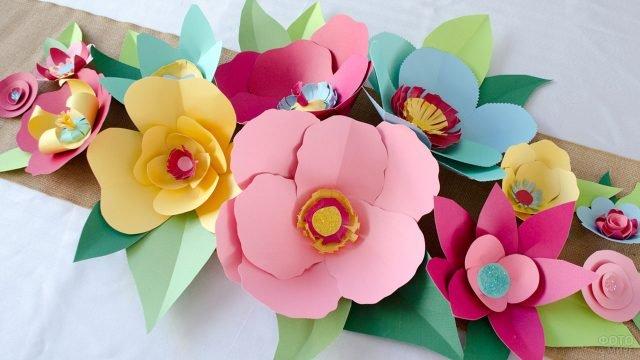 Объёмные цветы из бумаги в подарок маме на 8 марта