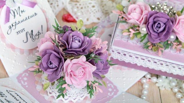Открытка с объёмными сиреневыми розами к 8 марта
