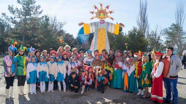 Детский коллектив и аниматоры на Широкой Масленице в Феодосии
