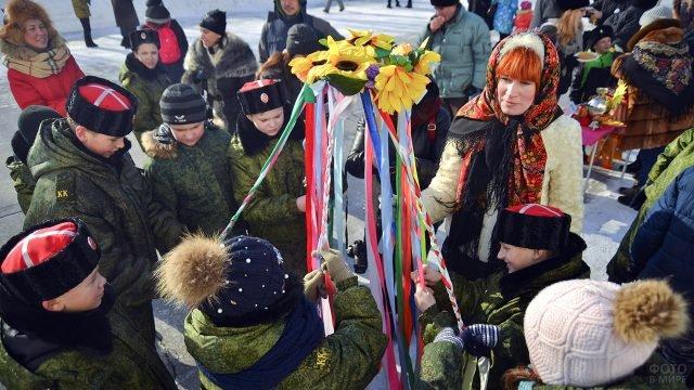 Курсанты-казаки на масленичном гулянье в Тольятти
