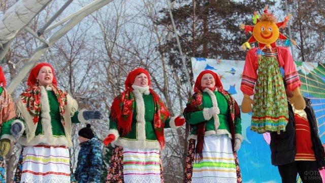 Выступление артистов на Широкой Масленице в Новосибирске