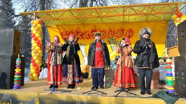 Выступление на сцене Масленичных гуляний в Пензенском парке