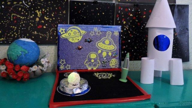 Открытка-диорама на конкурсе к Дню космонавтике в детском саду