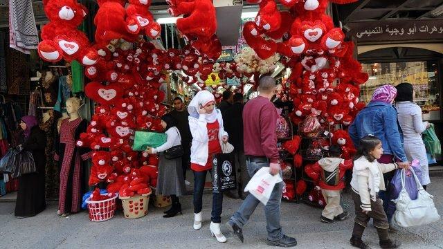 Магазин с валентинками в Палестине