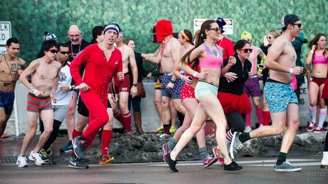 Традиционный забег в белье на 14 февраля в Чикаго
