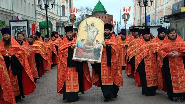 Крестный ход на Пасху в Нижнем Новгороде
