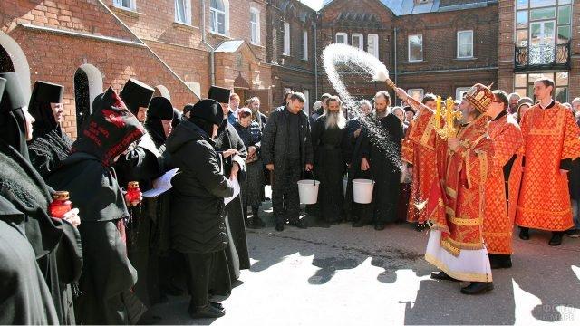 Пасха в монастыре в Иваново