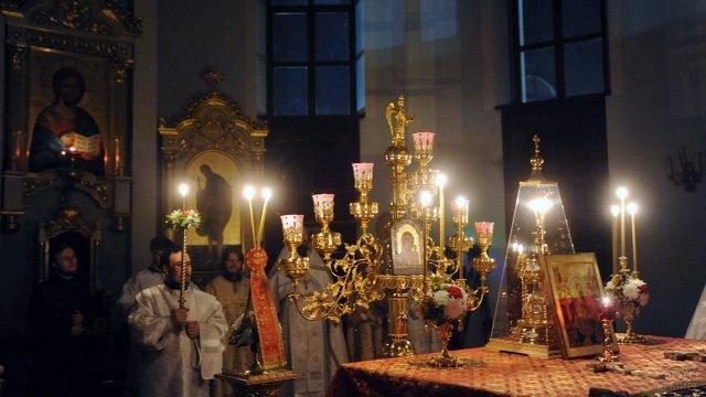 Пасхальная служба в православной церкви в Ташкенте