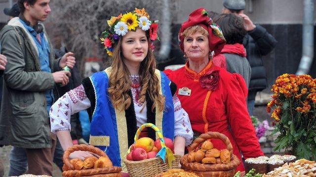Пасхальные гулянья в Петербурге