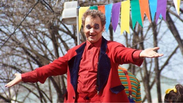 Звезда Маски-шоу Георгий Делиев на параде 1 апреля