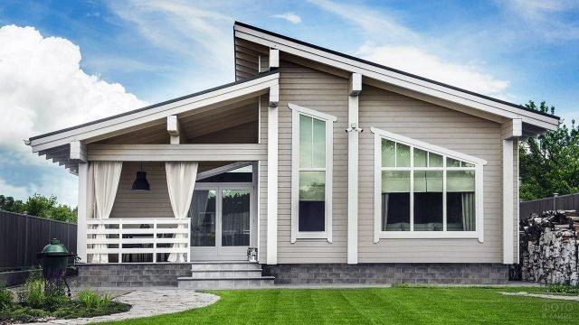 Небольшой загородный дом в класическом скандинавском стиле