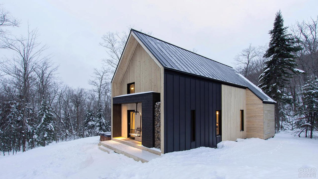 Современный деревянный дачный дом в скандинавском стиле