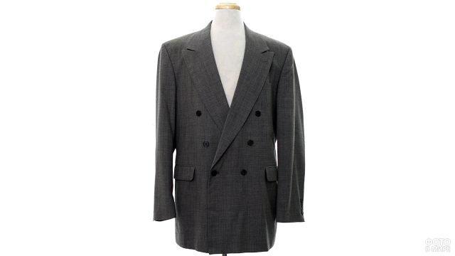Экстра-модный в 80-е двубортный пиджак с широкими плечами