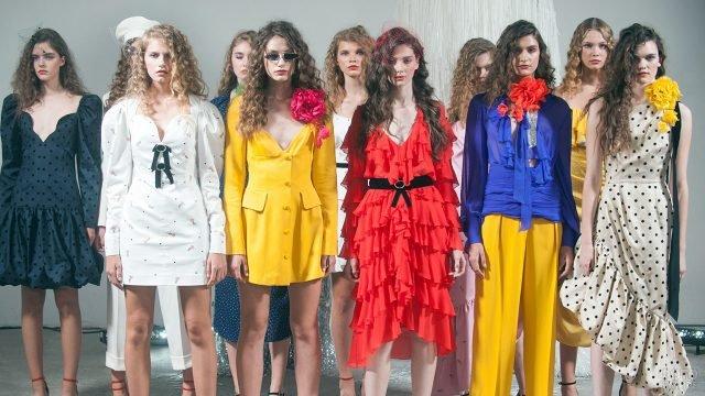 Модели в винтажной одежде итальянских модельеров середины 80-х