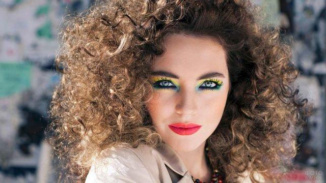 Укладка и макияж в диско-стиле 80-х