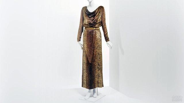 Вечернее платье с леопардовым принтом из коллекции 1982 года