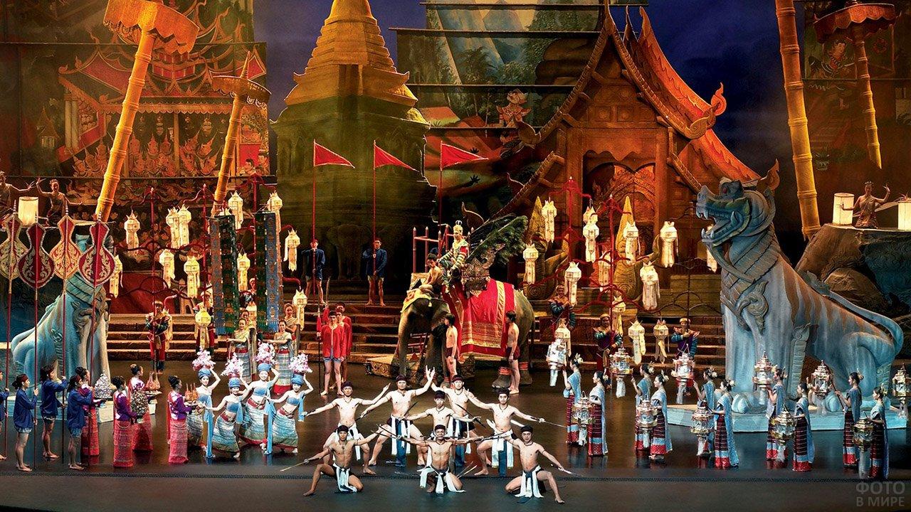 Историческое шоу Сиам Нирамит на Пхукете
