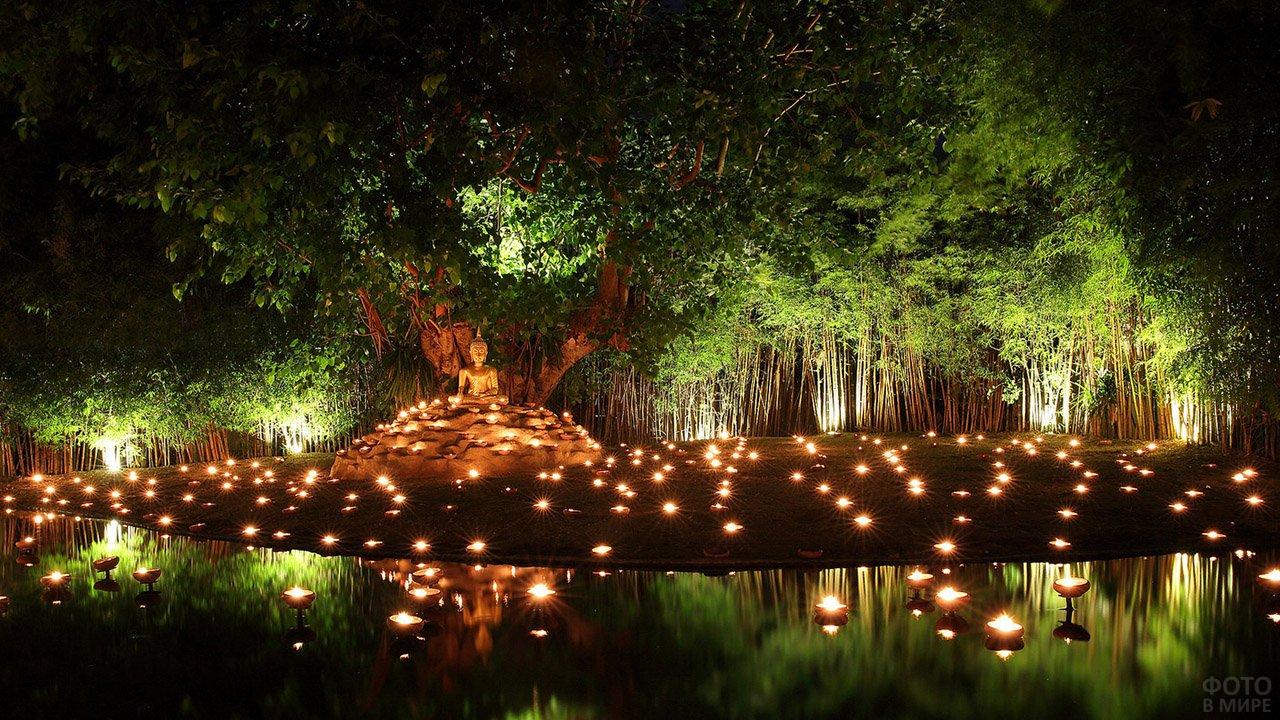 Вечерние огни у фигуры Будды в заповеднике Сиринат на Пхукете