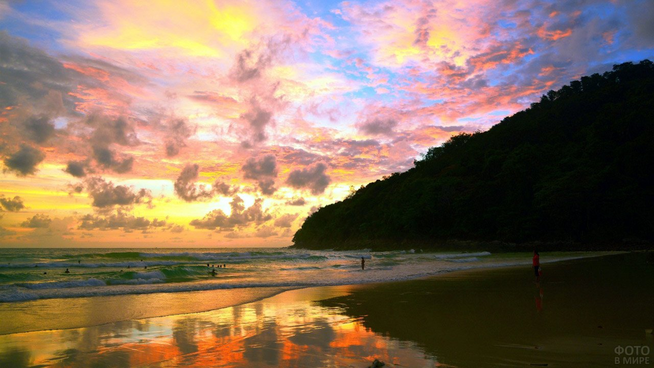 Закат над пляжем на Пхукете
