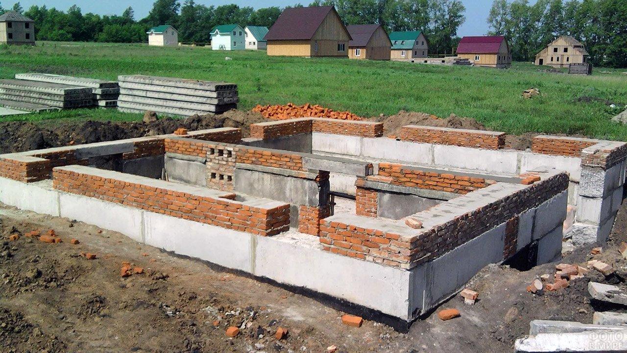 Фундамент садового дома с подвалом