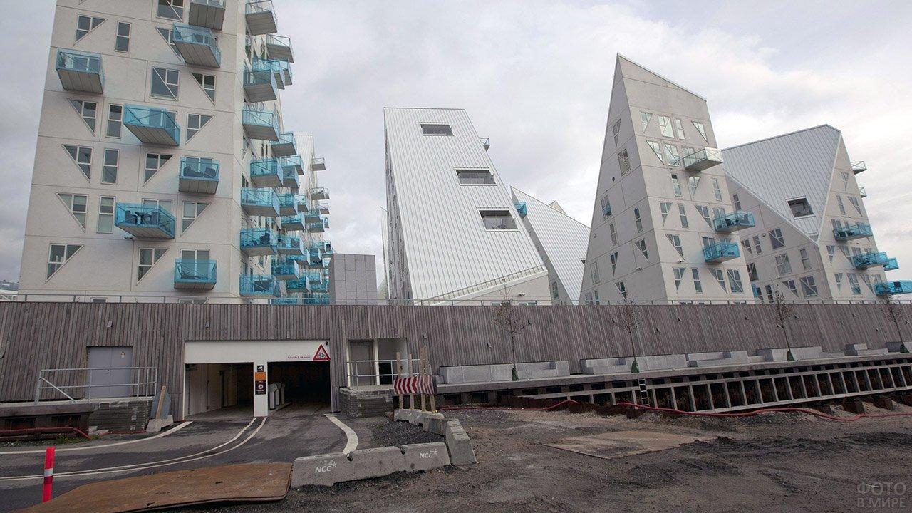 Парковка в подвале современного жилого комплекса