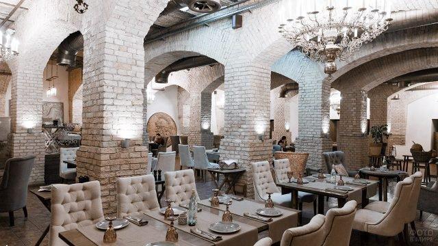 Подвальный зал ресторана-замка грузинской кухни