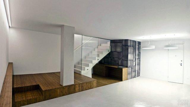 Реконструированный под студию с кухней подвал частного дома