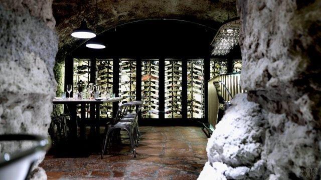 Ресторан-гастрономия в подвале старинного дома в Зальцбурге