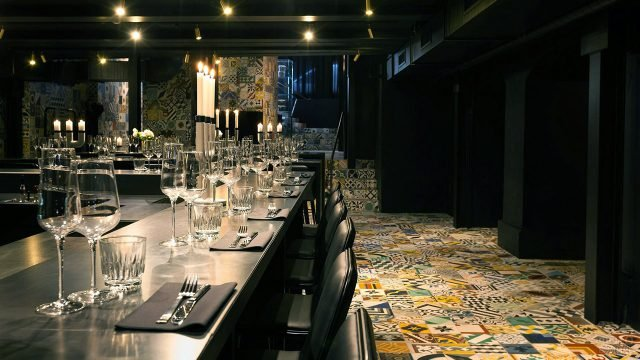 Ресторан экзотической кухни в подвале дома в центре Копенгагена