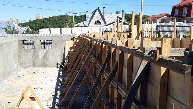 Строительство монолитного цокольного этажа в загородном доме
