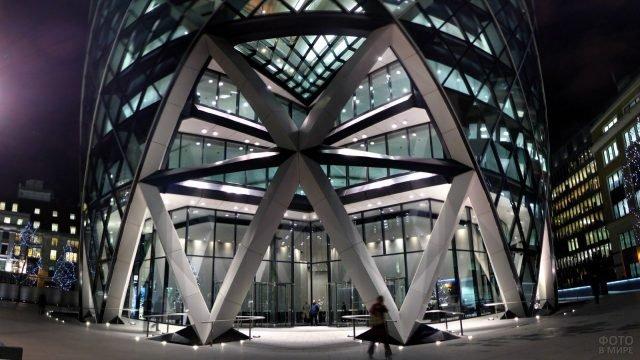Фойе лондонского небоскрёба в стиле хай-тек