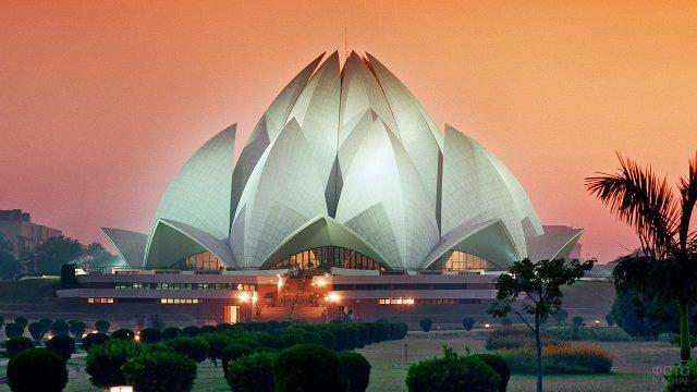 Футуристичный Храм лотоса в Нью-Дели