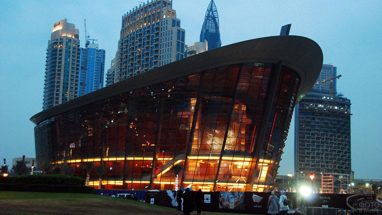 Здание оперы в Дубае