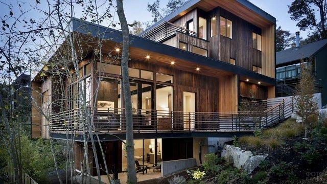 Европейский многоуровневый деревянный дом в современном стиле