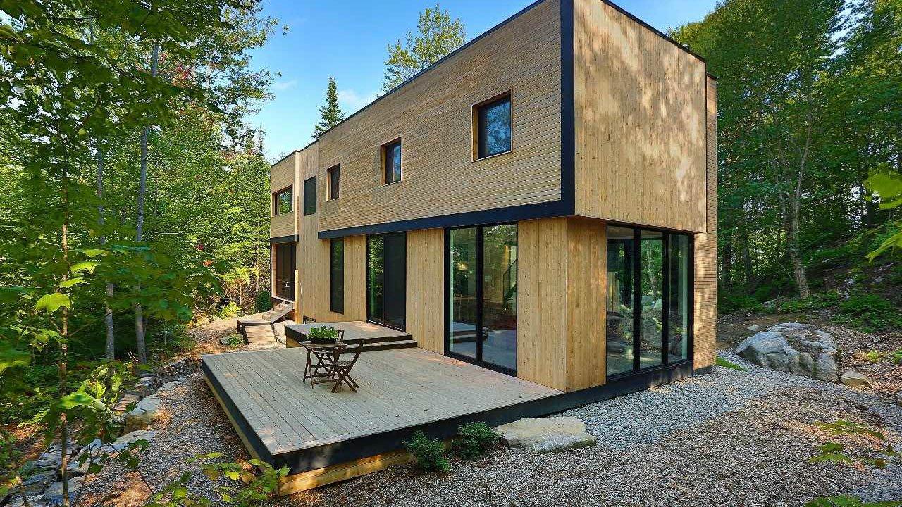Минималистичный двухэтажный деревянный дом в Канаде