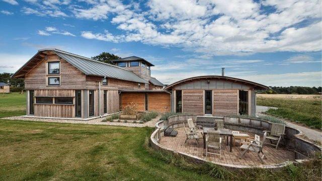 Современный фермерский деревянный дом в Англии