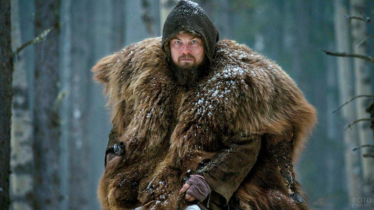 Леонардо Дикаприо с бородой и в медвежьей шкуре
