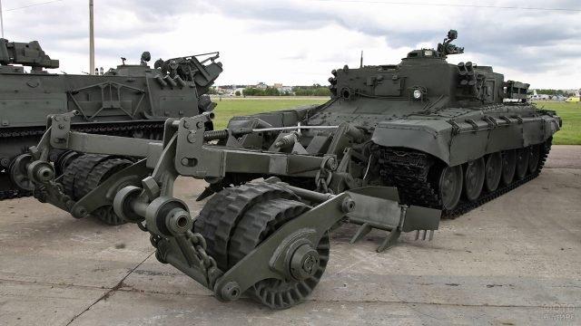 Бронированная машина разминирования Вепрь на вооружении Инженерных войск России