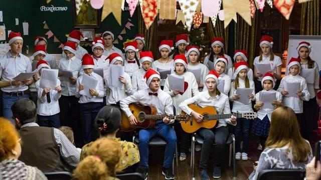Детский хор на рождественском концерте в воскресной школе