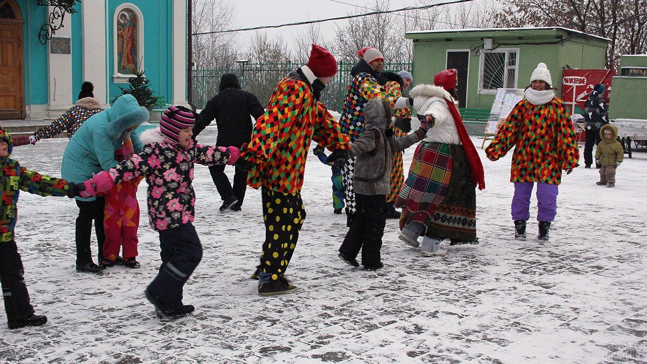 Хоровод на рождественских колядках в Карелии