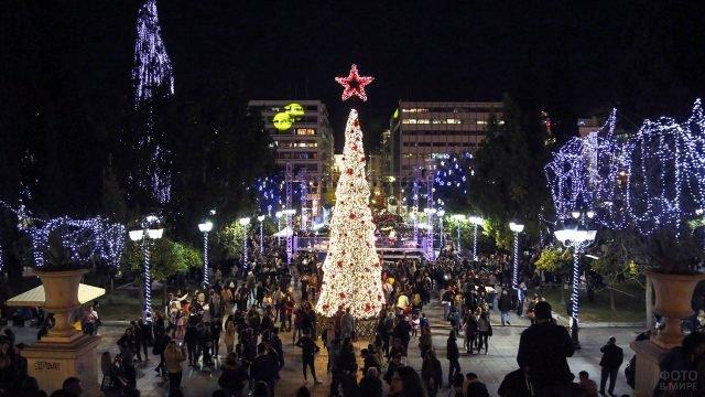 Рождественское убранство Афин